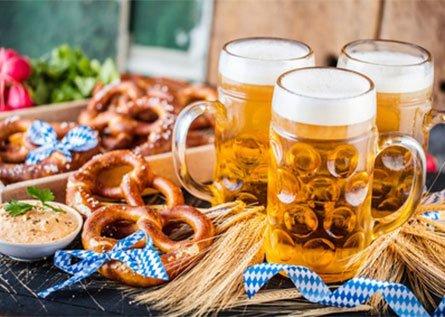 Deutsches Bier und Brezeln